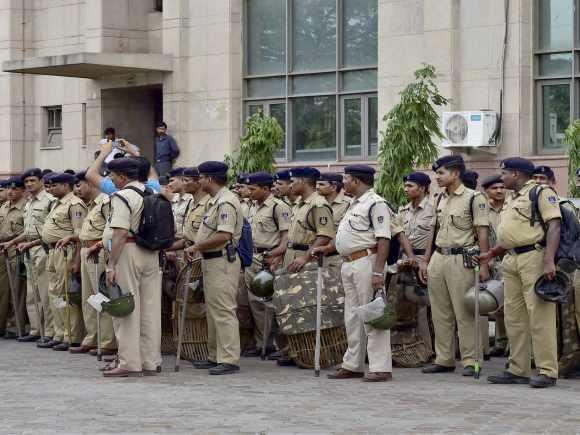 Delhi Law Minister, Jitender Singh Tomar, Delhi Chief Minister, Arvind Kejriwal, Fake Degree Case, Aam Aadmi Party, New Delhi, Delhi Police, CRPF, Saket Court