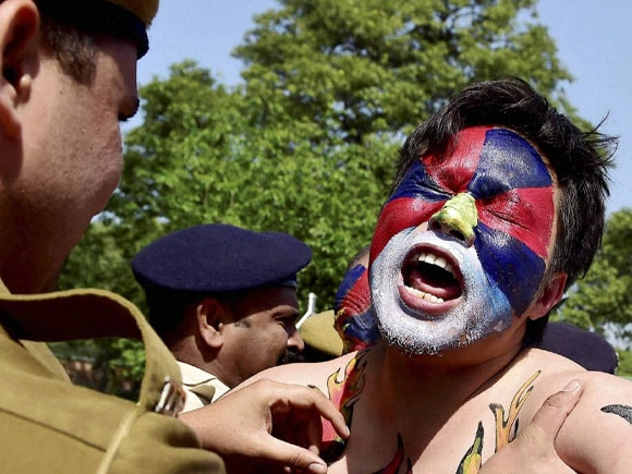 Delhi Police, Chinese embassy, China, Tibetan, Chinese rule, Tibetan Uprising Day, Anniversary, Shouting, New Delhi