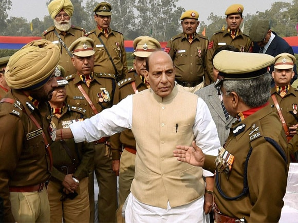 Union Home Minister of India,  Rajnath Singh, Police Commissioner,  B S Bassi, Delhi Police,  Parade, Raising Day