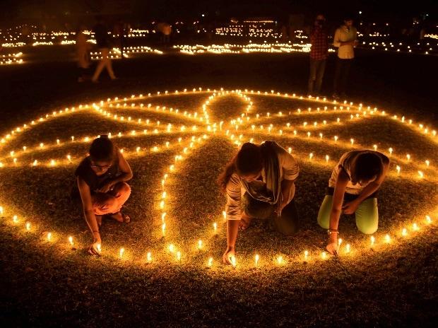 Diwali, Diwali 2017, Diwali in India, festival of lights, Delhi, West Bengal, Narendra Modi, Mamata Banerjee, Lord Ram, Ayodhya, Sita, Diwali significance, history of diwali