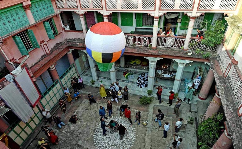 People, releasing, hot, air, baloon, celebrate, Diwali, Kolkata