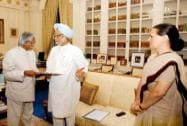 Former president APJ Abdul Kalam with former Prime Minister Manmohan Singh and UPA Chairperson Sonia Gandhi