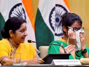 External Affairs Minister Sushma Swaraj addressing the media along with Indian woman Uzma at Jawahar Bhawan
