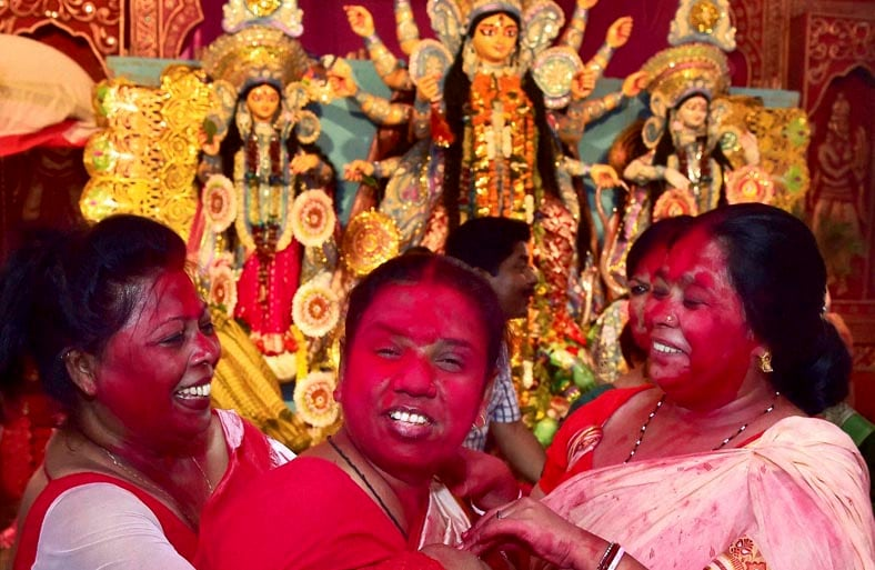 Married, Bengali, women, play, vermillon powder, Durga Puja festival