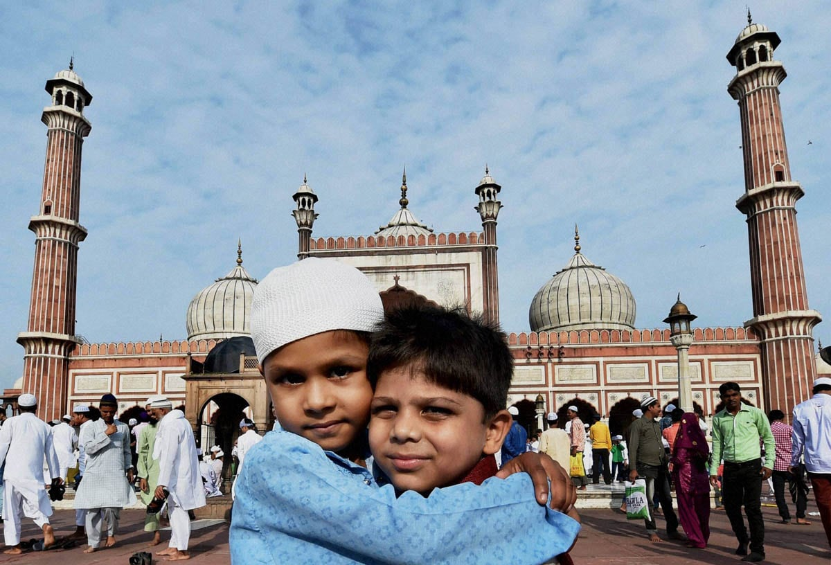 Children, greeting, each other, Eid- Ul-Fitr, prayers, Jama Masjid