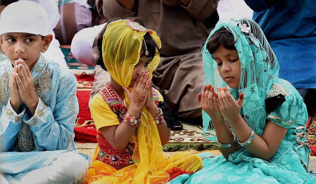 Children, offering, prayers, occasion, Eid-Ul-Fitr