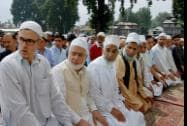 Chief Minister of Jammu and Kashmir Omar Abdullah along with others offering prayers