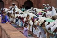 Muslims offer prayers on the occasion of  'Eid- Ul-Fitr' at Jama Masjid