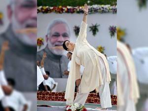Smriti Zubin Irani, Union HRD minister at Lal Parade Ground in Bhopal 03