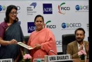 Immediate past President, FICCI, Naina Lal Kidwai presents green certificate to Union Minister for Water Resources, River Development and Ganga Rejuvenation, Uma Bharti