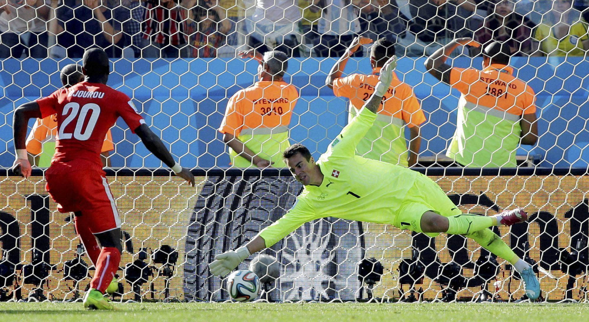 Switzerland, goalkeeper Diego Benaglio, Argentina's Angel di Maria,  Lionel Messi, Argentina, Switzerland, Itaquerao Stadium, Sao Paulo, Brazil