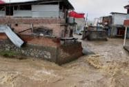 Flood water entering into Hamadania colony after a breach in the River Jhelum in Srinagar