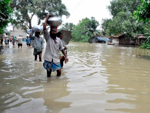 Flood, Heavy rains, West Bengal, Mamata Banerjee, Murshidabad, Congress