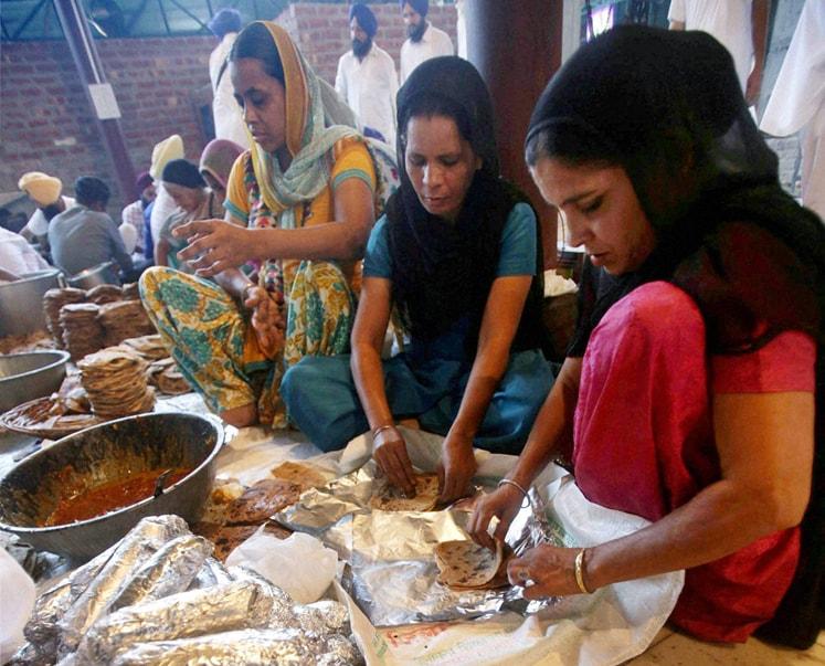 SGPC Sewadar, devotess, Pack, food supplies, J&K, flood victims, Golden Temple, Amritsar