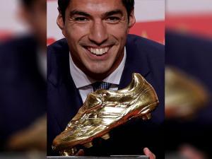 Luis Suarez with Golden Boot award