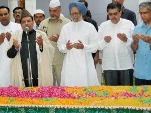 Former Prime Minister Manmohan Singh with former president Fakhruddin Ali Ahmed's sons Dr Pervez Ahmed and Justice Badar Durrez Ahmed and others offering prayers at his 'Mazar' on his 39th death anniv