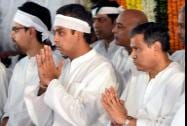 Congress MP Milind Deora at the funeral of his father