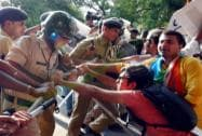 Police stop students who were agitating for the removal of the FTII Chairman