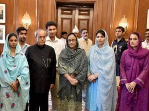 President Pranab Mukherjee with members of Edhi Foundation and Geeta