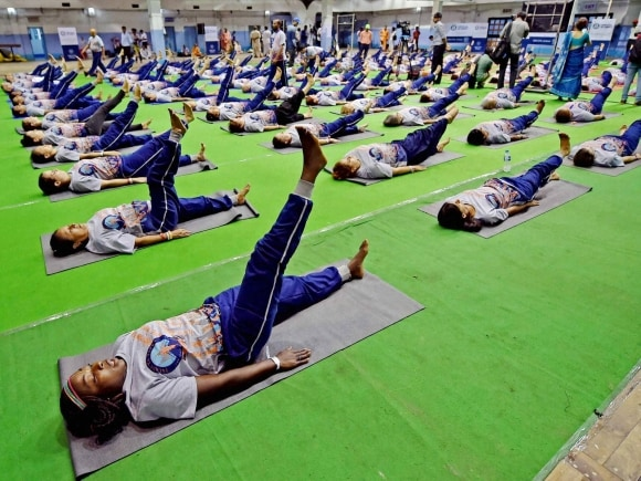 Guinness World Record, Yoga session, 109 Different Countries Participate, Kolkata, Golden Jubilee Celebration, America, Golden Jubilee Festival, ISKCON Founder, ISKCON, Bhaktivedanta Swami Prabhupada