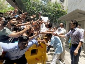 Sachin Tendulkar being greeted by his fans on his 44th birthday