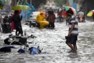 Heavy rain paralyses Mumbai