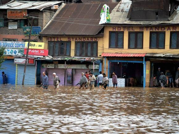 Flood, Srinagar, Anantnag, South Kashmir, Jammu National Highway, Kashmir, Heavy rain, Kashmir rains, Kashmir monsoon, NDRF, Indian Air Force, SRP Team, Air force