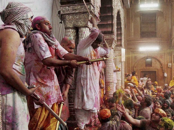 Bankey Bihari Temple, Devotees,  Covered,  Colour, Celebrate