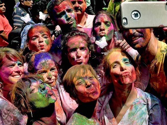 Holi, Holi 2016, Holi Photos 2016, Holi image, Holi pics, Festival of Colors, Holika, Happy Holi Photos 2016, Happy Holi photos, India Festival Pics, New Holi photos, India news, holi image