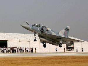 Mirage 2000 touches down  during the grand opening of Agra-Lucknow expressway