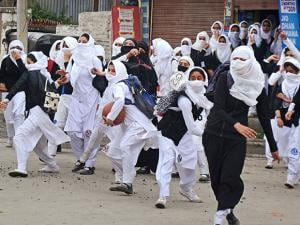 Girl students pelt stones at security personnel