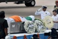 Arvind Kejriwal paying his last respect to APJ Abdul Kalam