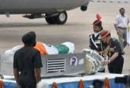Dalbir Singh Suhag paying his last respect to APJ Abdul Kalam
