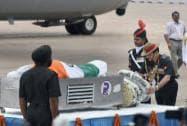 Dalbir Singh Suhag paying his last respect to APJ Abdul Kalam