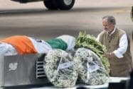 Delhi Lt Governor Najeeb Jung paying his last respect to APJ Abdul Kalam