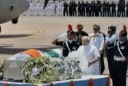 Narendra Modi paying his last respect to APJ Abdul Kalam