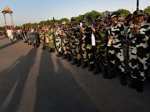 BSF and Delhi Police personnel along with vulunteers wait to make a human chain