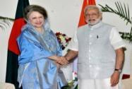 Prime Minister Narendra Modi shakes hands with the former Prime Minister of Bangladesh, Begum Khaleda Zia
