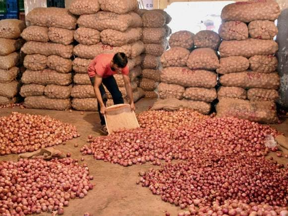 India faces onion crisis | Photo Gallery - Business Standard