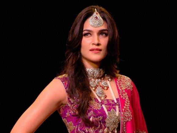 India International Jewellery Week, Kriti Sanon, Fashion Show, Mumbai, Jewellery