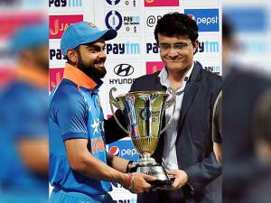Indian captain Virat Kohli recive trophy from Sourav Ganguly  during 3rd ODI against England
