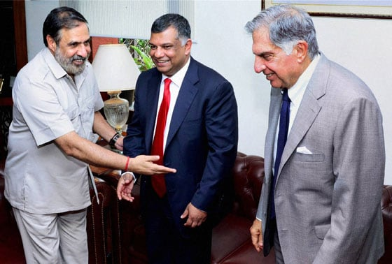 Union Minister for Commerce & Industry, Anand Sharma (L) with Tony Fernandes, CEO, AirAsia and Industrialist Ratan Tata during a meeting in New Delhi