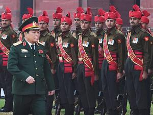 Vietnamese Defence Minister Gen Ngo Xuan Lich inspects a guard of honour