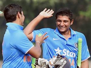 Indian Captain Ricky Bhui  celebrates with his teammate Sarfaraz Khan