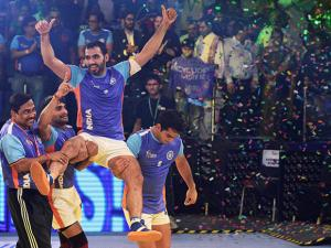 Indian captain Anup Kumar celebrate with team mates