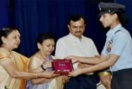 Gujarat Chief Minister Anandiben Patel felicitating Squadron Leader Sneha Sekhavat at an awards function