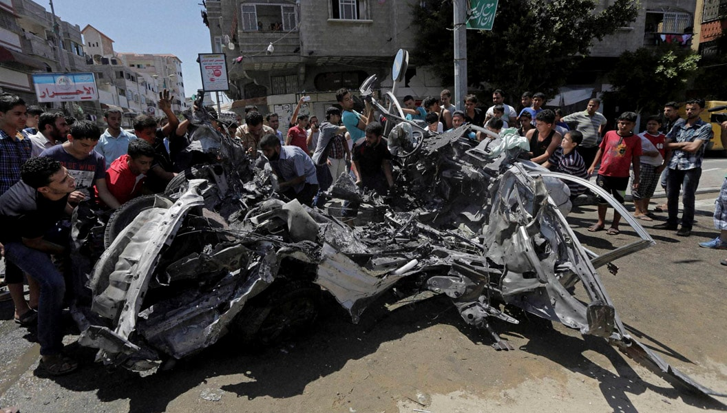 Palestinian, mourners, carry, body, three, senior, commanders, Hamas, military, wing, Mohammed Abu Shamaleh, Raed Attar, Mohammed Barhoum,killed, early, morning, Israeli, strikes, funeral,Rafah, refugee, camp, Southern, Gaza, Strip