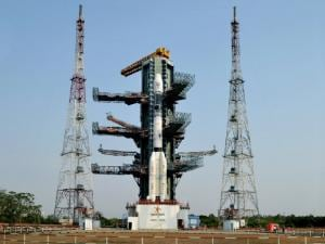 The fully integrated GSLV-F06 carrying GSAT-9 at the second launch pad