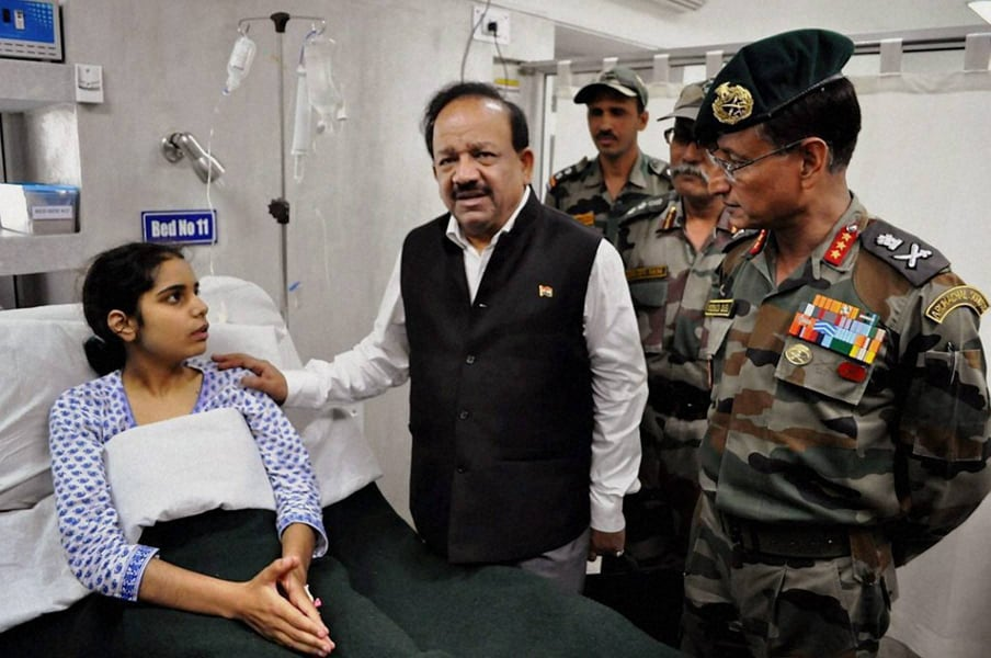 Union Health Minister, Harsh Vardhan, meets, patient, visit, Srinagar