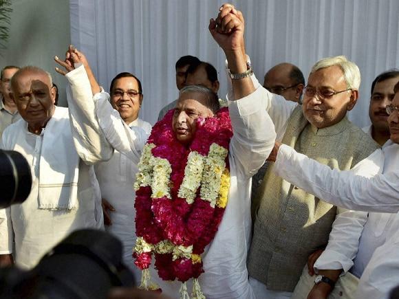 Janata parivar, Mulayam Singh, Nitish Kumar, Lalu Prasad, Devegowda, Sharad Yadav, Samajwadi Party